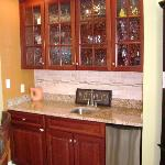 wet bar with ice maker-