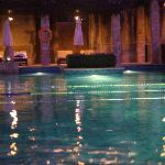 Большой бассейн вечером