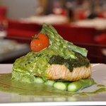 Salmon steak in pesto sauce