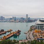 Ausblick Richtung Kowloon vom Zimmer im 18. Stock