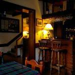 Vista del bar y desayunador