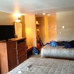 2 queen beds and flat screen TV