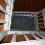 L'escalier menant aux chambres