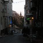 la rue de l'hôtel Mystic