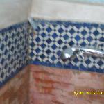 que peut il bien sortir de ce tuyau??vu l'odeur de l'eau quand vous vous douchez ???