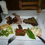 Riquisima variedad de carnes a la parrilla