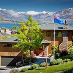 Wanaka Springs Lodge Front Entrance