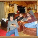 Jovita, dueña del Hostal, José Luis su gran colaborador y Edu mi marido