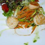 Scallops sauteed with fresh vegetables