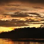 Atardecer en el río Tambopata