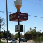 Andy's frozen custard spinning sign