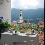 vista su Cernobbio dal tavolo della colazione