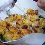 """""""Is Pardulas"""" dolci tipici di ricotta fresca e miele"""
