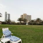 Hotelgebäude vom Strand aus gesehen