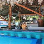 Un bar à la piscine