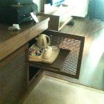 The hidden kettle tray, obstructing passage