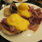 Eggs Benedict w/ Bacon & Portobello Mushrooms