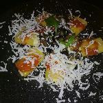 i paccheri ripieni di ricotta con ragù di melanzane