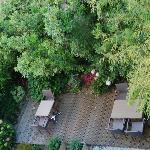 jardin posterior del hostal