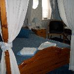 Four poster in room 5