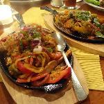 Fajitas (vorne Chicken und hinten vegetarisch)