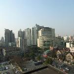 窓からみた眺め。華山医院。