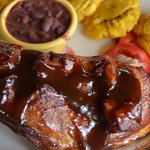 Barbecue with beans and fried green bananas
