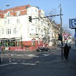 Blick vom Bahnhof zum Hotel