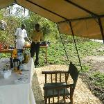The staff prepares breakfast in the bush