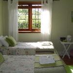 Lente bedroom. Twin beds