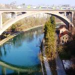 Il ponte all'ingresso della stazione