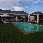 Pool und Feuerstelle