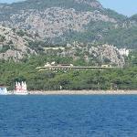 Het hotel vanop het eiland beetje verderop
