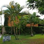 ingresso del recanto rosa amarela e il suo bellissimo giardino tropicale