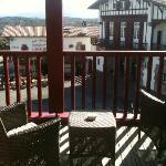 Vue de la terrasse, chambre Biarritz, sur la mairie de Bidart