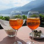 aperitivos at Hotel Florence's lakeside restaurant