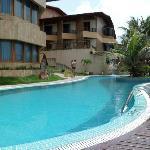 uma das piscinas do hotel