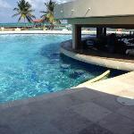 Grand Caribe swim up pool bar & grill