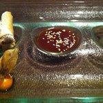 Nems au chocolat, caramel au beurre salé et sorbet abricot & huile de curry