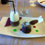une merveille pour les papilles: chocolat chaud et sa mousse de lait, moelleux au chocolat et gl