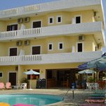 Photo de Hotel and Apartments Dimitra