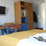 twin beds room - view to the door
