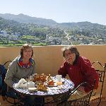petit déjeuner sur la terrasse à la porte de notre chambre