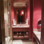 I want to re-do our bathroom like this!