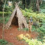 recreación de una choza indígena en el zoo.cercano al hotel