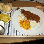 Kip Sate (room service)