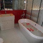 Bathroom Grand Deluxe B Lay Tong