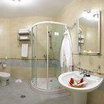 Junior room bath