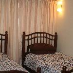 SS16-04: Twin bedroom.