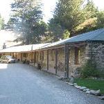 Dansy's Pass Coach Inn - front veranda view